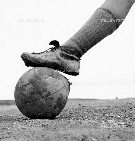 RVA-S-001513-0013 - Palla da calcio - Roger-Viollet/Alinari