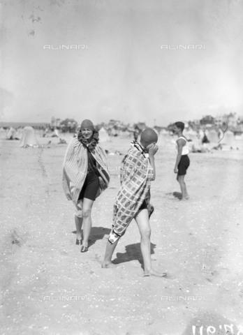 RVA-S-001965-0012 - Bagnanti a Le Touquet - Data dello scatto: 1925 ca. - Roger-Viollet/Alinari, Maurice-Louis Branger