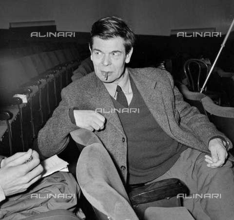 "RVA-S-002184-0009 - Roger Blin (1907-1984) directing ""Lettre morte"" by Robert Pinget (1919-1997). Paris, Théà¢tre Récamier, March 1960 - Date of photography: 03/1960 - Studio Lipnitzki / Roger-Viollet/Alinari"