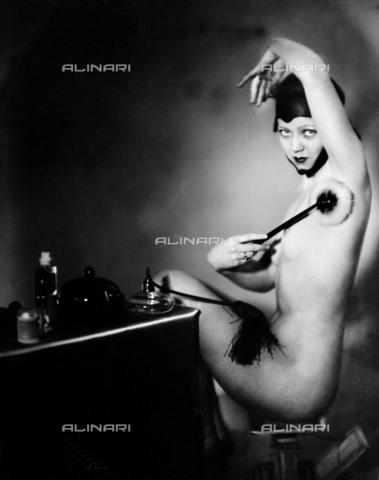 RVA-S-002454-0001 - Bellezza femminile - Data dello scatto: 1930 ca. - Roger-Viollet/Alinari