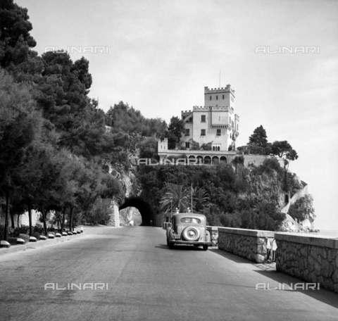 RVA-S-004178-0004 - Veduta di un tratto della Via Aurelia - Data dello scatto: 08/1949 - Roger-Viollet/Alinari