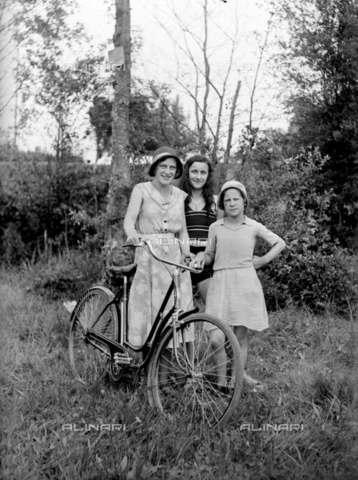 RVA-S-004739-0014 - Passeggiata in bicicletta - Data dello scatto: 1935 - Roger-Viollet/Alinari