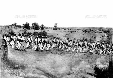 RVA-S-005740-0007 - Colonialismo francese in Marocco: soldati della legione straniera - Albert Harlingue / Roger-Viollet/Alinari
