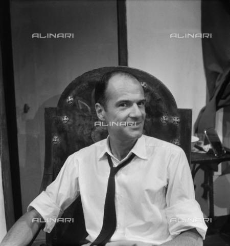 RVA-S-007291-0009 - Robert Pinget (1919-1997), french writer. Paris, august 1962 - Date of photography: 08/1962 - Boris Lipnitzki / Roger-Viollet/Alinari
