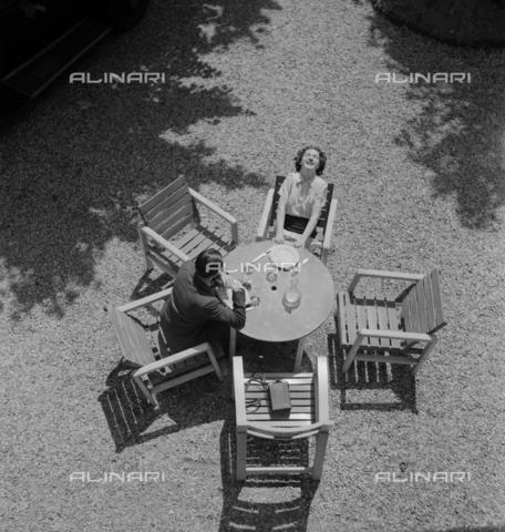 RVA-S-009777-0003 - Coppia a pranzo - Data dello scatto: 1930-1940 - Roger-Viollet/Alinari, Gaston Paris