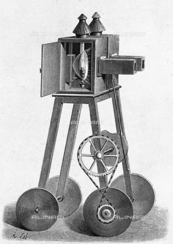 """RVA-S-013729-0011 - Incisione raffigurante il """"Fantascope"""" del medico belga Etienne Gaspard Robert, noto come Robertson, una sorta di lanterna magica usata al Théâtre des Soirées-Fantastiques a Parigi nel 1798 - Roger-Viollet/Alinari"""