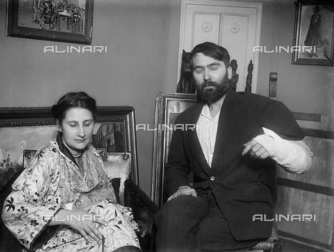 RVA-S-017729-0004 - Léopold Zborowski (1889-1932), mercante d'arte polacco delle opere di Amedeo Modigliani, ritratto insieme alla moglie - Pierre Choumoff / Roger-Viollet/Alinari