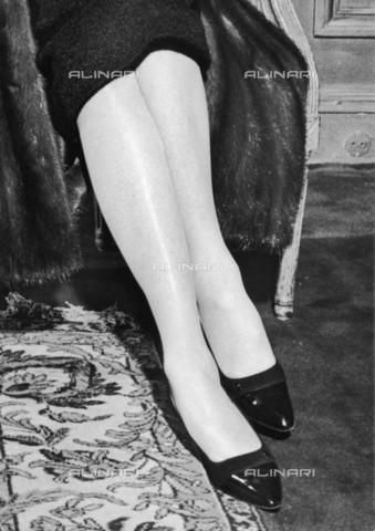 RVA-S-025096-0014 - Le gambe della cantante e attrice Marlene Dietrich (1901-1992) - Data dello scatto: 1950 ca. - Jack Nisberg / Roger-Viollet/Alinari