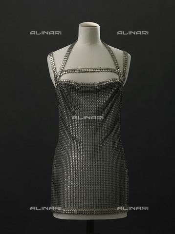 """RVA-S-026830-0004 - Mini abito """"Squam"""" in cotta di maglia probabilmente indossato dall'attrice Brigitte Bardot, realizzato da Paco Rabanne (1934-) nel 1970 ca., Musée de la Mode de la Ville de Paris (Musée Galliera), Parigi - E. Emo et St. Piera/Galliera / Roger-Viollet/Alinari"""
