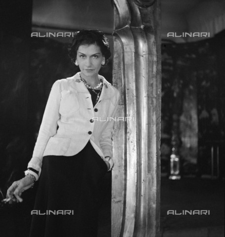 RVA-S-059876-0011 - Portrait of the fashion designer Coco Chanel (1883-1971) - Data dello scatto: 1937 - Boris Lipnitzki / Roger-Viollet/Alinari