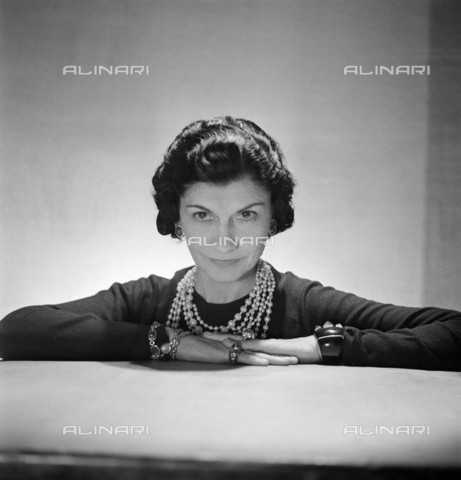 RVA-S-059881-0003 - Portrait of the fashion designer Coco Chanel (1883-1971) - Data dello scatto: 10/1936 - Boris Lipnitzki / Roger-Viollet/Alinari