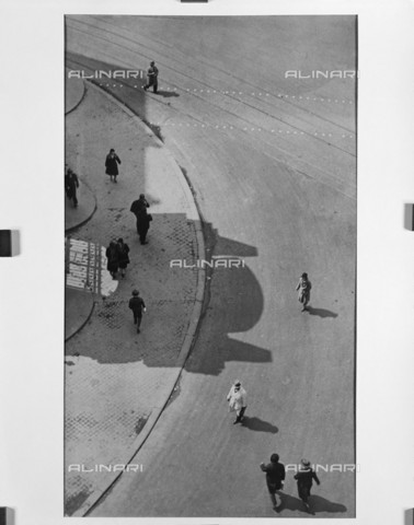 RVA-S-070616-0041 - Dietro l'Opera di Parigi, 1939-1965, fotografia di André Vigneau (1892-1968), conservata nella Bibliothèque historique de la Ville de Paris, Parigi - Data dello scatto: 1939 - André Vigneau / BHVP / Roger-Viollet/Alinari