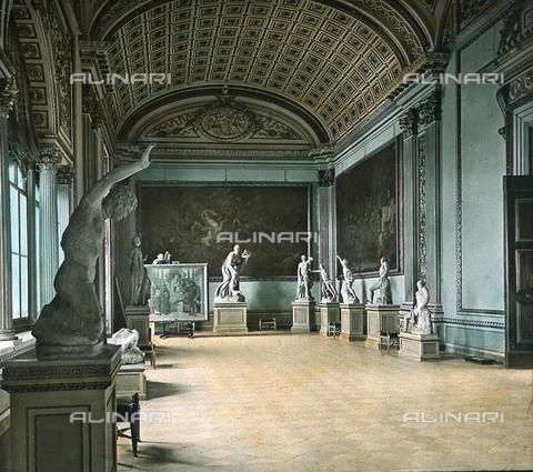 RVA-S-081577-0003 - La Sala della Niobe all'interno della Galleria degli Uffizi a Firenze - Data dello scatto: 1895 ca. - Léon et Lévy / Roger-Viollet/Alinari
