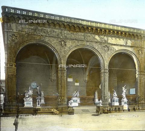 RVA-S-081579-0001 - La Loggia dei Lanzi in piazza della Signoria a Firenze - Data dello scatto: 1895 ca. - Léon et Lévy / Roger-Viollet/Alinari