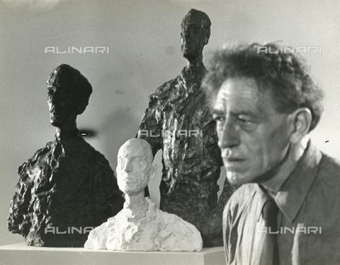 RVA-S-169394-0002 - Lo scultore e pittore svizzero Alberto Giacometti (1901-1966) - Data dello scatto: 1964 - Jack Nisberg / Roger-Viollet/Alinari