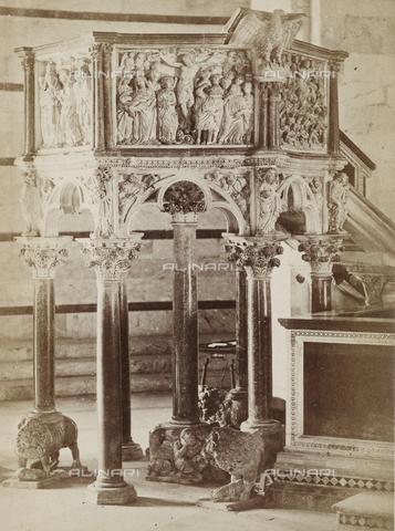 SCC-A-000002-0006 - Il pulpito di Nicola Pisano all'interno del Battistero di Pisa - Data dello scatto: 1855 ca. - Archivi Alinari, Firenze