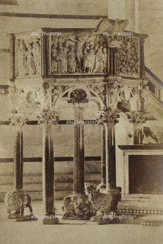 SCC-A-000003-0006 - The pulpit by Nicola Pisano inside the Baptistery of Pisa - Data dello scatto: 1855 ca. - Archivi Alinari, Firenze