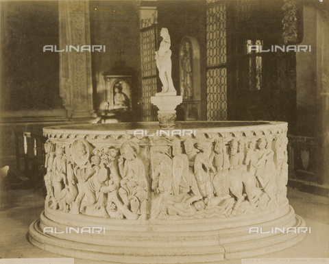 SCC-A-000007-0007 - Baptismal font of the church of San Frediano in Lucca - Data dello scatto: 1855 ca. - Archivi Alinari, Firenze