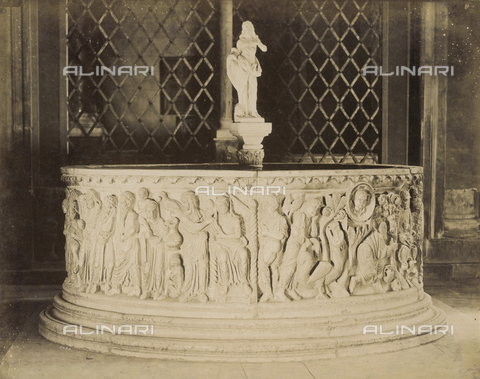 SCC-A-000007-0008 - Baptismal font of the church of San Frediano in Lucca - Data dello scatto: 1855 ca. - Archivi Alinari, Firenze