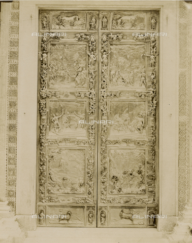 SCC-A-000007-0018 - Bronze door to the right of the Duomo of Pisa - Data dello scatto: 1855 ca. - Archivi Alinari, Firenze
