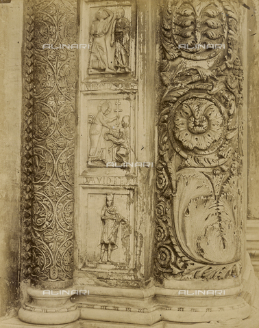 SCC-A-000007-0033 - Disciples present at the Ascension, Descent into Hell and King David; detail on a door jamb of the main portal of the Pisa Baptistery - Data dello scatto: 1855 ca. - Archivi Alinari, Firenze