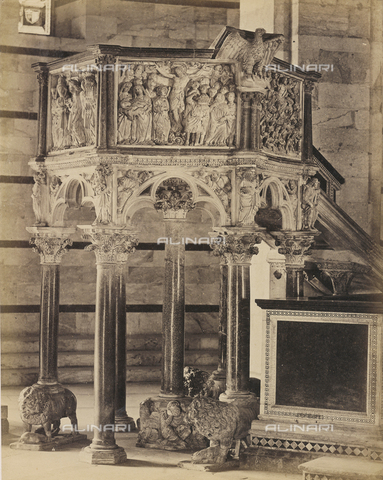 SCC-A-000007-0036 - The pulpit by Nicola Pisano in the Battistero di Pisa - Data dello scatto: 1855 ca. - Archivi Alinari, Firenze