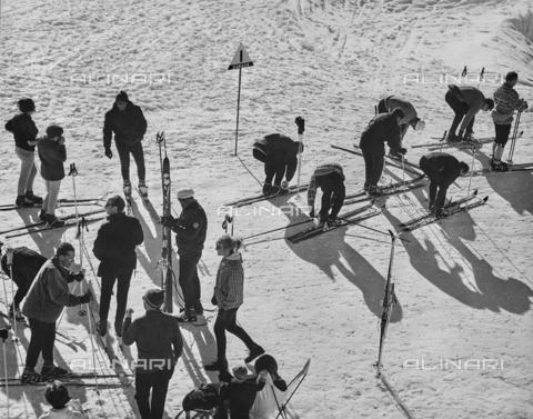 SDA-F-000090-0000 - Skiers
