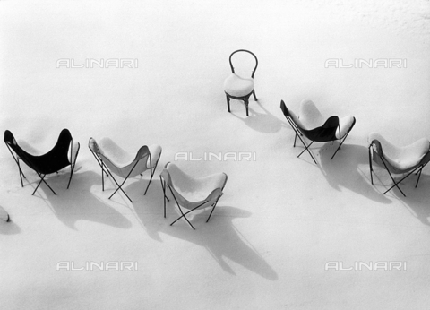 SDA-F-001507-0000 - Chairs  in  the Snow