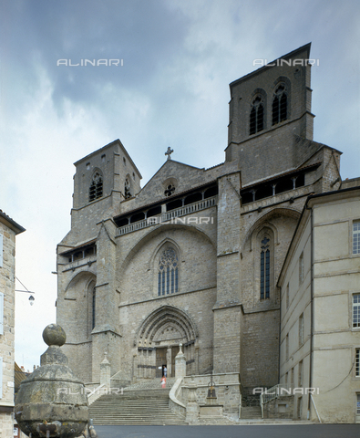 SEA-F-000058-0000 - The facade of the Abbey Church of Saint-Robert, in La Chaise-Dieu - Date of photography: 1996 - Seat Archive/Alinari Archives