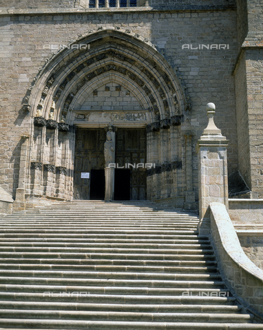 SEA-F-000059-0000 - The portal of the Church of Saint-Robert in La Chaise-Dieu - Date of photography: 1996 - Seat Archive/Alinari Archives