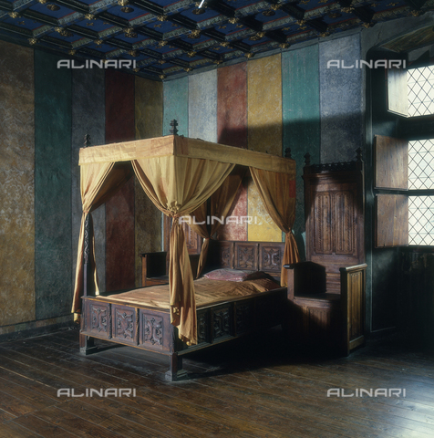 SEA-S-AO1983-0002 - Bed with canopy, Issogne Castle, Aosta - Date of photography: 1983 - Seat Archive/Alinari Archives
