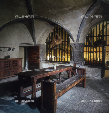 SEA-S-AO1983-0003 - Table refectory and kitchen, Issogne Castle, Aosta - Date of photography: 1983 - Seat Archive/Alinari Archives