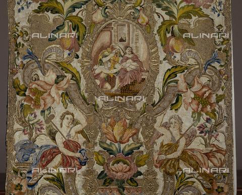 SEA-S-CA2001-0015 - Cristo deriso, particolare di pianeta floreale ricamata in seta e oro, manifattura romana, Museo del Tesoro di Sant'Eulalia, Cagliari - Data dello scatto: 2001-2002 - Archivi Alinari, Firenze