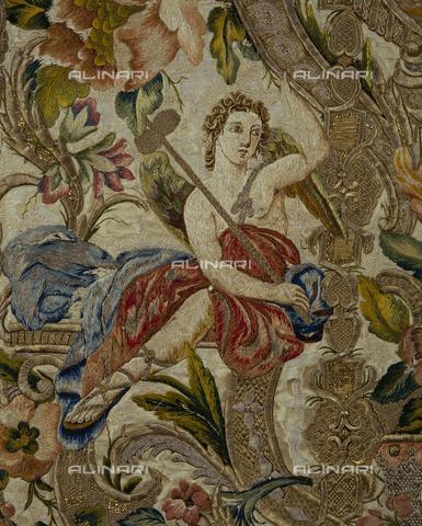 SEA-S-CA2001-0018 - Angelo con simbolo della passione, particolare di pianeta floreale ricamata in seta e oro, manifattura romana, Museo del Tesoro di Sant'Eulalia, Cagliari - Data dello scatto: 2001-2002 - Archivi Alinari, Firenze