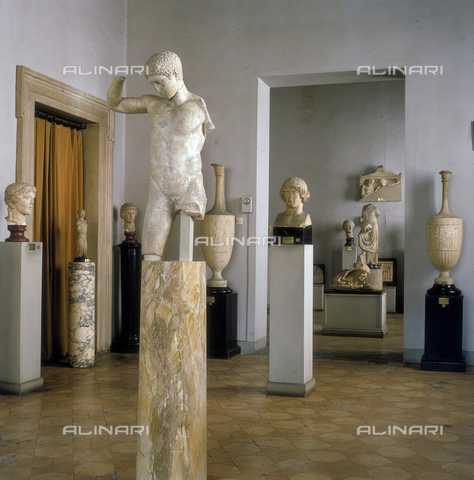 """SEA-S-R11981-0003 - View of hall 6th of The Barracco Museum in Rome, close up the """"Kyniskos"""" by Policleto - Date of photography: 1981 - Seat Archive/Alinari Archives"""