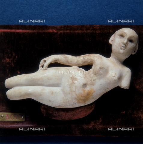 SEA-S-R11981-0004 - Statuetta di donna reclinata proveniente dalla provincia Parthia - Data dello scatto: 1981 - Archivi Alinari, Firenze