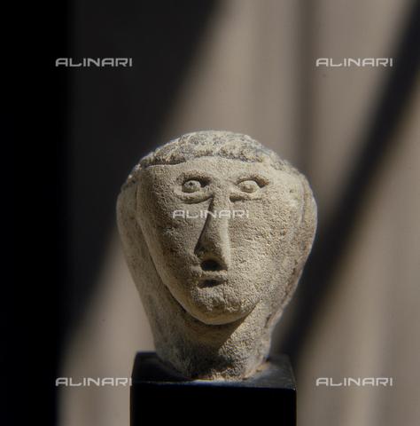 SEA-S-R11981-0008 - Mycenean head in limestone, The Barracco Museum, Rome - Date of photography: 1981 - Seat Archive/Alinari Archives