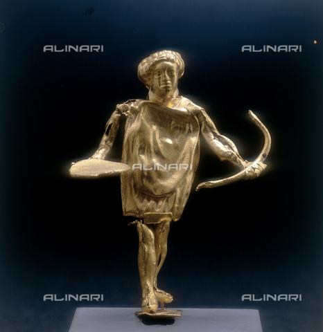 SEA-S-RC1984-0007 - Small idol in gold leaf of Apollo with a bow, National Museum of Reggio Calabria - Date of photography: 1984 - Seat Archive/Alinari Archives, Reproduced with the permission of Ministero per i Beni e le Attività Culturali