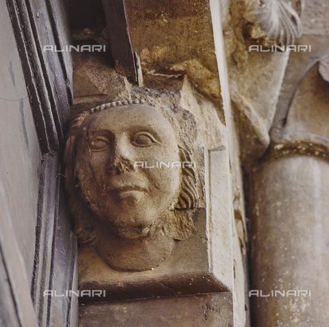 SEA-S-RI1994-0007 - Particolare del portale della chiesa di San Francesco ad Amatrice - Data dello scatto: 1994 - Archivi Alinari, Firenze