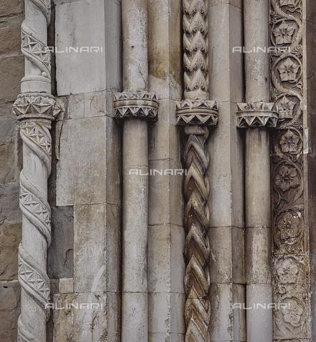 SEA-S-RI1994-0008 - Particolare del portale della chiesa di San Francesco ad Amatrice - Data dello scatto: 1994 - Archivi Alinari, Firenze