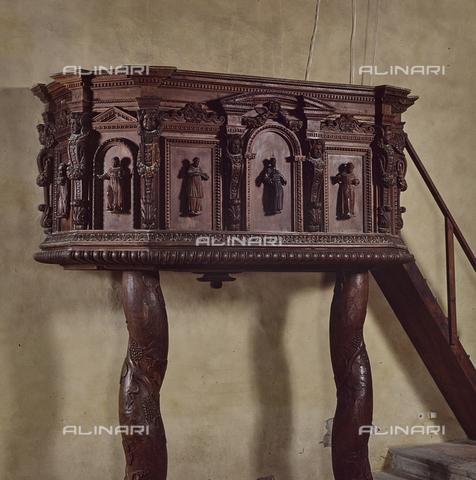 SEA-S-RI1994-0016 - Pulpito ligneo all'interno della chiesa di San Francesco ad Amatrice - Data dello scatto: 1994 - Archivi Alinari, Firenze