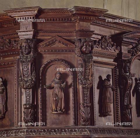 SEA-S-RI1994-0017 - Particolare del pulpito ligneo all'interno della chiesa di San Francesco ad Amatrice - Data dello scatto: 1994 - Archivi Alinari, Firenze