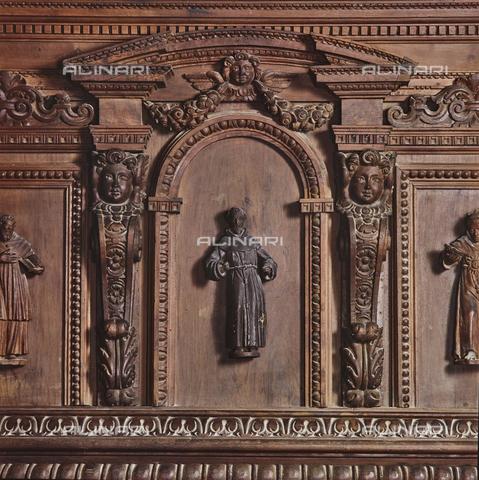 SEA-S-RI1994-0019 - Particolare del pulpito ligneo all'interno della chiesa di San Francesco ad Amatrice - Data dello scatto: 1994 - Archivi Alinari, Firenze
