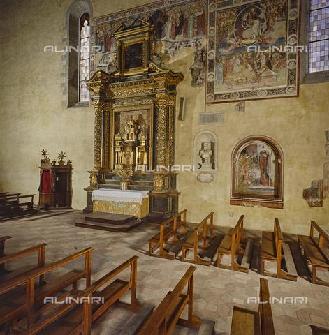 SEA-S-RI1994-0021 - Altare della Madonna della Filetta all'interno della chiesa di San Francesco ad Amatrice - Data dello scatto: 1994 - Archivi Alinari, Firenze