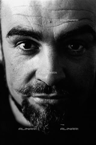 SFA-F-000033-0000 - Sean Connery, London - Data dello scatto: 1966 - Shaw Family Archives © licensed by Alinari