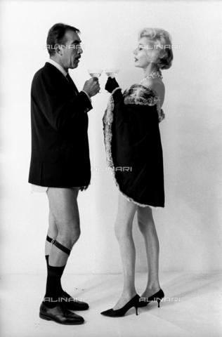 """SFA-F-000094-0000 - Anthony Quinn e Margaret Leighton, """"Tchin Tchin"""" - Data dello scatto: 1963 - Shaw Family Archives © Alinari"""