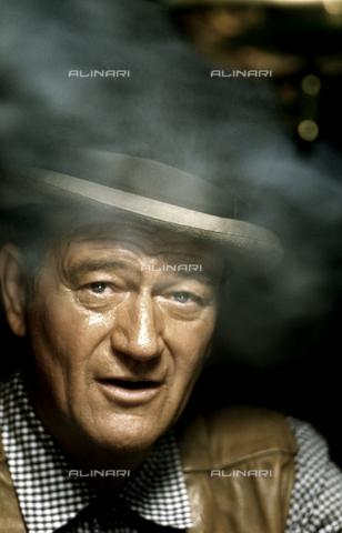 """SFA-F-000131-0000 - John Wayne on the set of """"Comancheros"""" - Data dello scatto: 1961 - Shaw Family Archives © licensed by Alinari"""