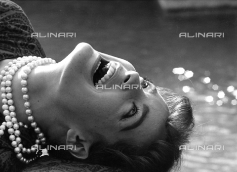 """SFA-F-000198-0000 - Romy Schneider at the zoo of Rome, a break during the shooting of the film """"The Cardinale"""" - Data dello scatto: maggio 1963 - Shaw Family Archives © licensed by Alinari"""