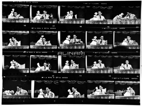 "SFA-F-000210-0000 - Elvis Presley nel programma televisivo ""The Ed Sullivan Show""; New York, 1957 - Data dello scatto: 1957 - Shaw Family Archives © Alinari"
