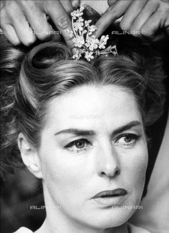 """SFA-F-000213-0000 - Ingrid Bergman in """"La vendetta della Signora"""" di Bernhard Wicki; Cinecittà, Roma, 1964 - Data dello scatto: 1964 - Shaw Family Archives © Alinari"""